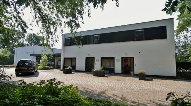 Ingang familiekamers uitvaartcentrum Almelo
